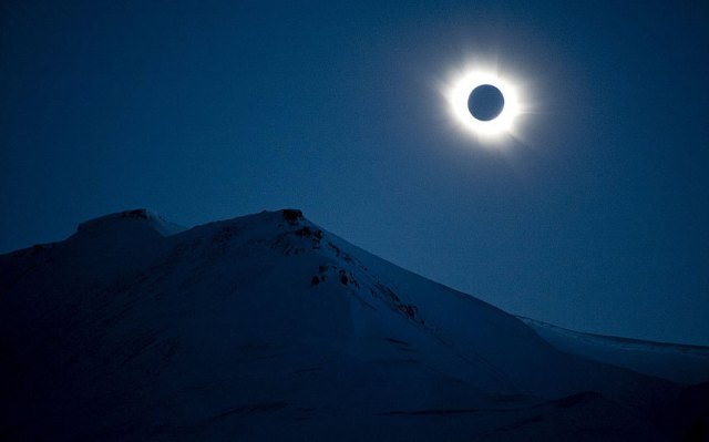Eclipse Solar em Svalbard (Fonte: The Telegraph)